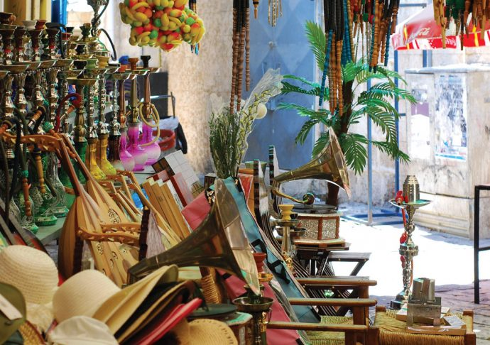 From hat to gramophone, you will find everything you can possibly think of in Akko's old marketplace (Shuk).