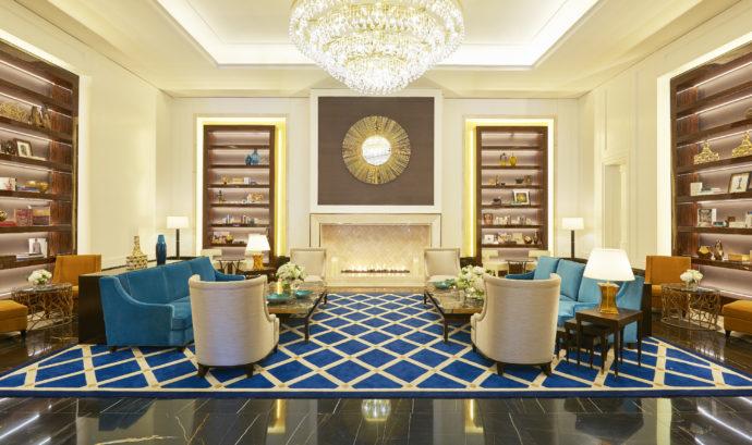 libary lounge in lobby at Fairmont Amman