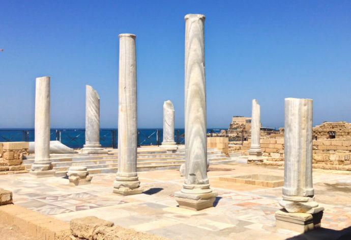 roman-columns-in-caesarea