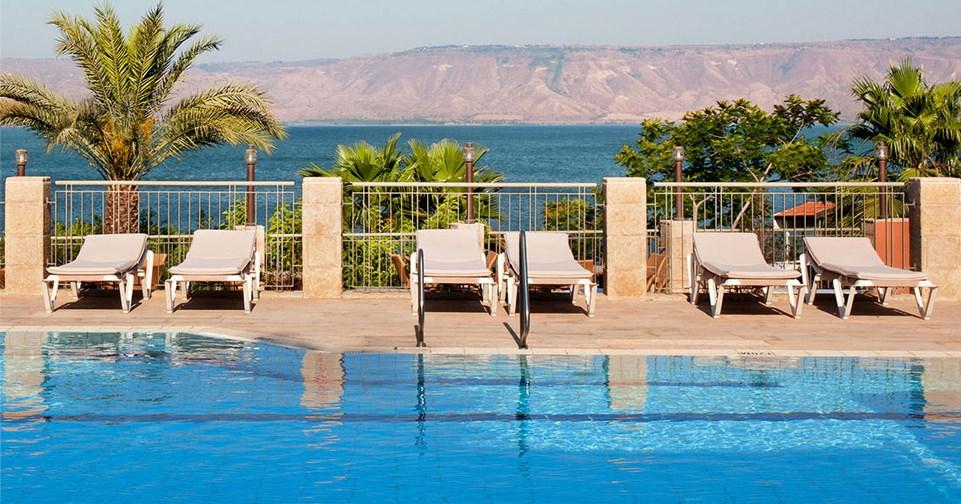 The pool alongside the Galilee Sea