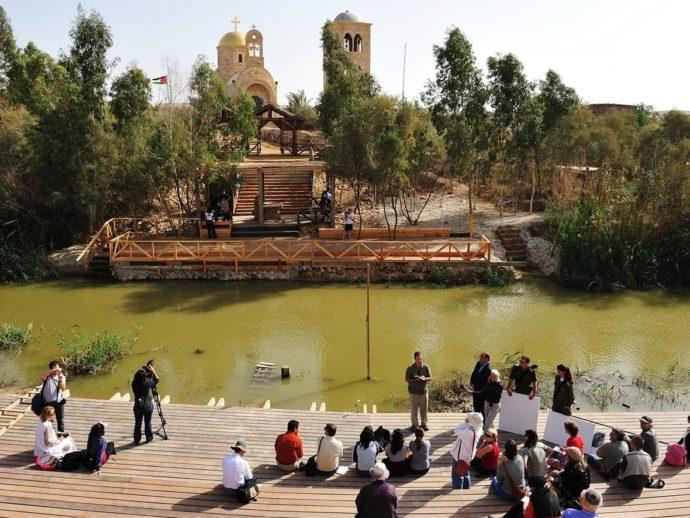 tourist-group-at-qasr-al-yahud